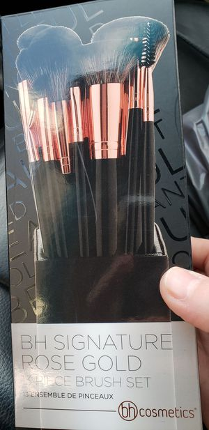 13 p makeup brushes for Sale in Grafton, OH
