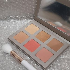 Blush Face Palette Brush Iconic for Sale in San Antonio, TX