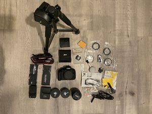 Canon t5i , 3 lenses plus bunch extra for Sale in Lake Stevens, WA