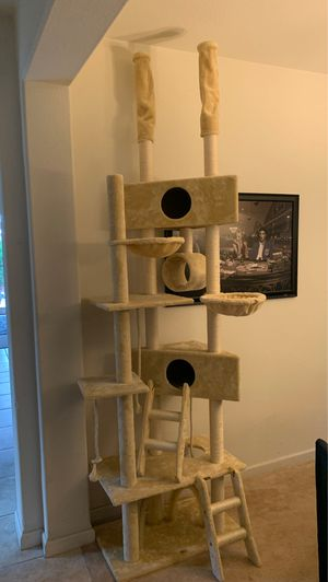 Huge cat tree for Sale in Tracy, CA
