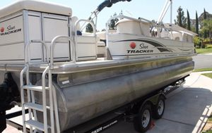 Low hours!2006 Sun Tracker Pontoon Boat with trailer for Sale in Bridgeport, CT