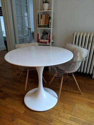 "Lippa 38"" fiberglass tulip table for Sale in Brooklyn, NY"