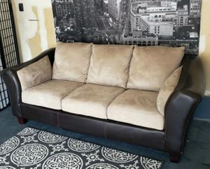 Nice tan microfiber couch • Great condition • 🚚 FREE DELIVERY 🚚 for Sale in Las Vegas, NV