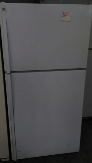 GE refrigerator (white) for Sale in Cleveland, OH
