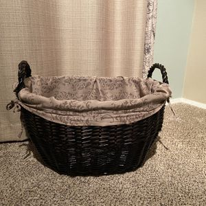 Laundry Basket for Sale in Lakewood, WA