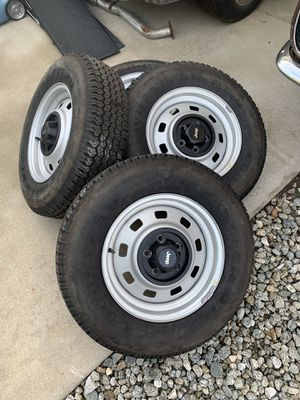 Jeep wheels and tires BRAND NEW takeoffs for Sale in Bakersfield, CA