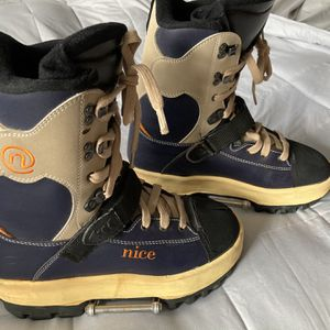 Women's Snownboard Boots Size 10 Ex Cond for Sale in Chicago, IL