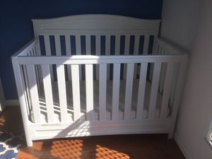 4-in-1 Convertible Crib from Delta Children for Sale in Pittsburgh, PA