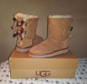 Boots for girls / botas para niñas / UGG size 3 for Sale in Santa Fe Springs, CA