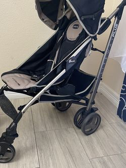 Chicco Lite Way Plus Umbrella Stroller for Sale in Houston,  TX
