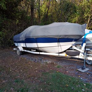 2004...21ft. BAYLINER CUDDY CABIN for Sale in Chicago, IL