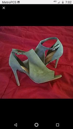 Size 8 women's gray heels by Chrsitan Siriano (like new) for Sale in Federal Way, WA