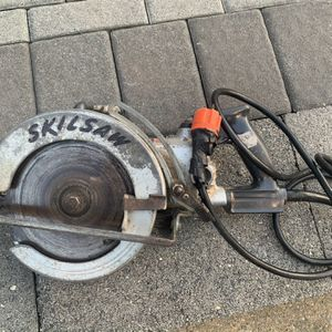 Skillsaw Circuler 825 With Worm Motor for Sale in Floral Park, NY