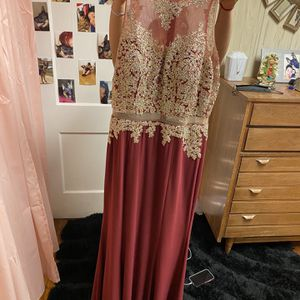 Prom Dress, Maroon , Large. for Sale in Chicago, IL