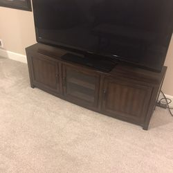Entertainment Center / TV stand (with FREE TV) for Sale in Gig Harbor,  WA