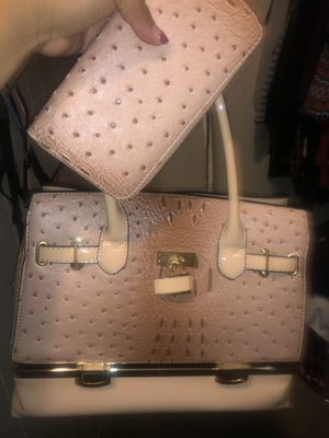 Baby Pink Bag w/wallet for Sale in Tustin, CA
