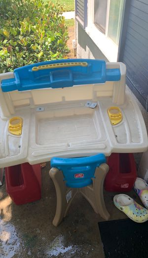 Little desk for kids for Sale in West Covina, CA
