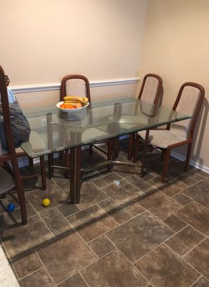 Free table 6 chairs for Sale in Plant City, FL