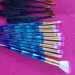 18pcs makeup brush set. all new. for Sale in Los Angeles, CA