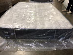 New Sealy Response Premium Queen Mattress for Sale in Renton, WA