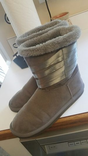 Grey boots-size 6 for Sale in Fuquay-Varina, NC