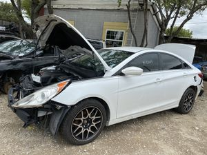 2013 Hyundai Sonata vendó partes selling parts for Sale in Irving, TX