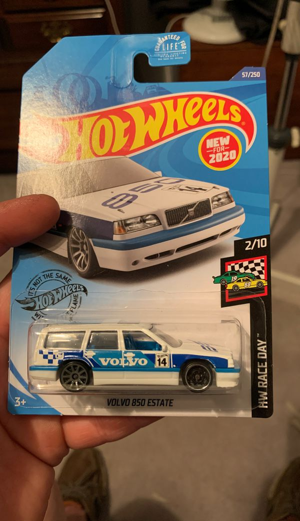 Hot wheels Volvo 850 estate ERROR WRONG FRONT WHEEL. Doesn't match