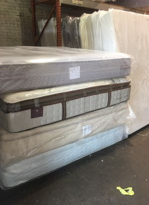 Thick king size mattress sets $250 for Sale in Portland, OR