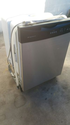 Frigidaire Stainless steel Dishwasher for Sale in San Bernardino, CA