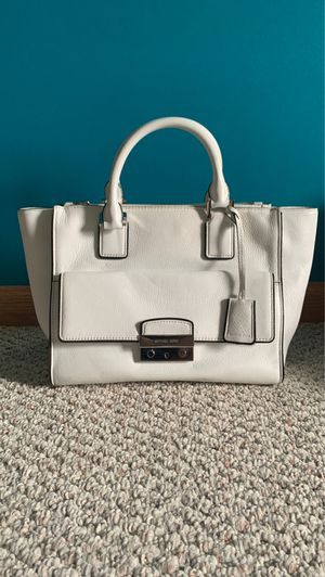 *White Michael Kors Handbag* for Sale in Saginaw, MI