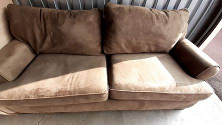 hickory hill- olive green couch for Sale in Salt Lake City,  UT