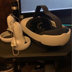 Oculus Quest 2 With Advanced Headstrap And Oculus Link for Sale in New Caney,  TX