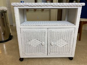 Pavilion White Wicker TV or Aquarium Stand for Sale in Tampa, FL