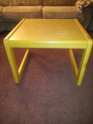 VERY NICE SIDE LIVING ROOM TABLE ... SOLID OAK ACCESSORY LIVING ROOM SIDE TABLE GREAT CONDITION OFFERED: $25 for Sale in Modesto, CA