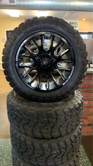 New set 33x12.50x20 y sus rines , todo nuevo for Sale in Raleigh, NC