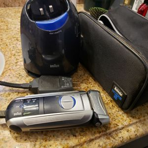 Braun Electric Razor for Sale in Lake Elsinore, CA