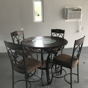 Kitchen table with 4 chairs for Sale in Strongsville, OH