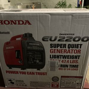 Honda 2200-Watt Recoil Start Gasoline Powered Inverter Generator with 20 Amp Outlet for Sale in Los Angeles, CA