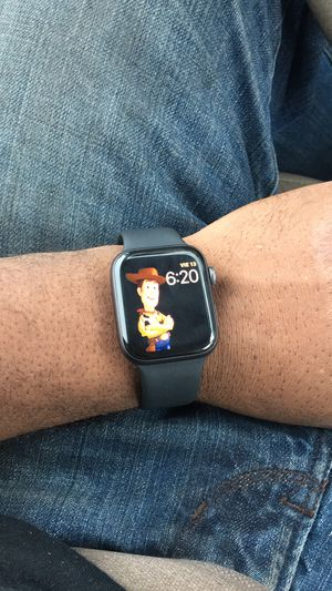 iPhone watch 44mm for Sale in Opa-locka, FL