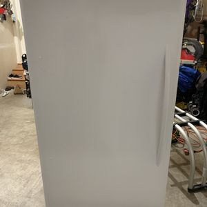 Frost free Upright Frigidaire Convertible Freezer (17 CF) for Sale in Renton, WA