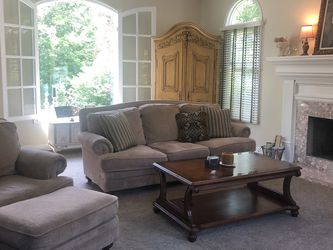LAZYBOY SOFA AND CHAIR WITH OTTOMAN for Sale in Bentleyville,  OH