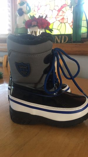 Totes Toddler Boys Snow / Winter Boots - Size 8 for Sale in Peabody, MA