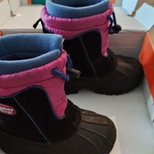 Snow Girls Clothes 3T And Boots Size 9 for Sale in Simi Valley, CA