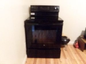 Black electric self cleaning stove for Sale in Ruleville, MS