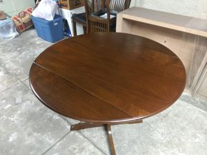 Small drop leaf kitchen table for Sale in Ruston, WA