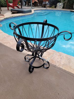 15h x 13w outdoor metal plant stand pot holder for Sale in Flower Mound, TX