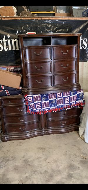 Havertys king dresser drawer with mirror (just bottom piece) for Sale in Sperry, OK