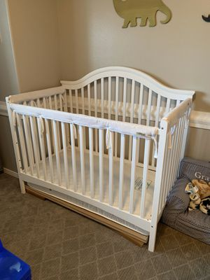 Baby crib and changing table for Sale in Snohomish, WA