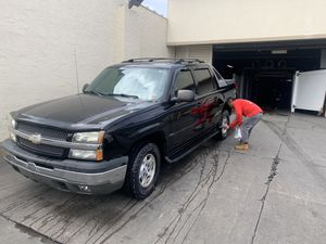 2005 Chevy avalanche one owner low miles for Sale in Union City, NJ