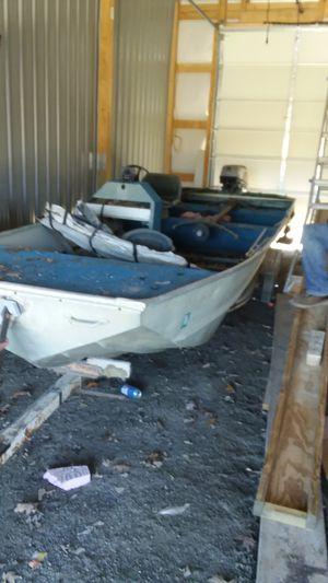 Lowe 20' Jon Boat w 70hp Motor and trailer for Sale in Clark, MO